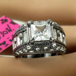 Gorgeous Betsey Johnson white on black ring